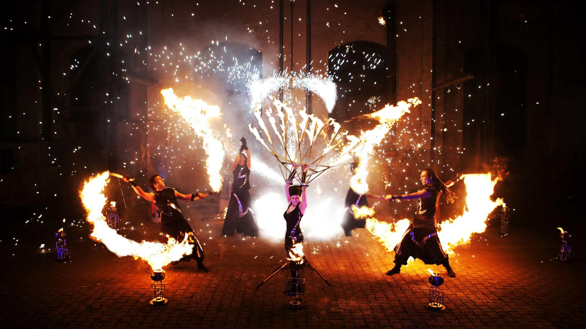 Flash - die Feuershow für Firmenfeiern, Incentive, Stadtfeste