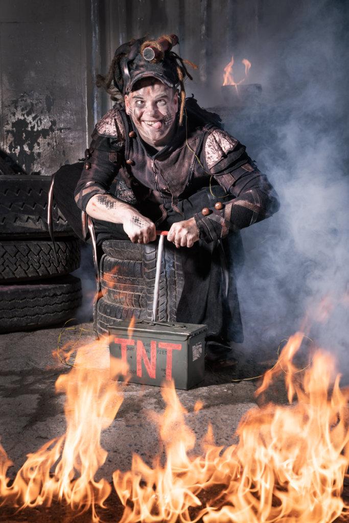 Pyrox mit Sprengstoff bei einer Feuershow