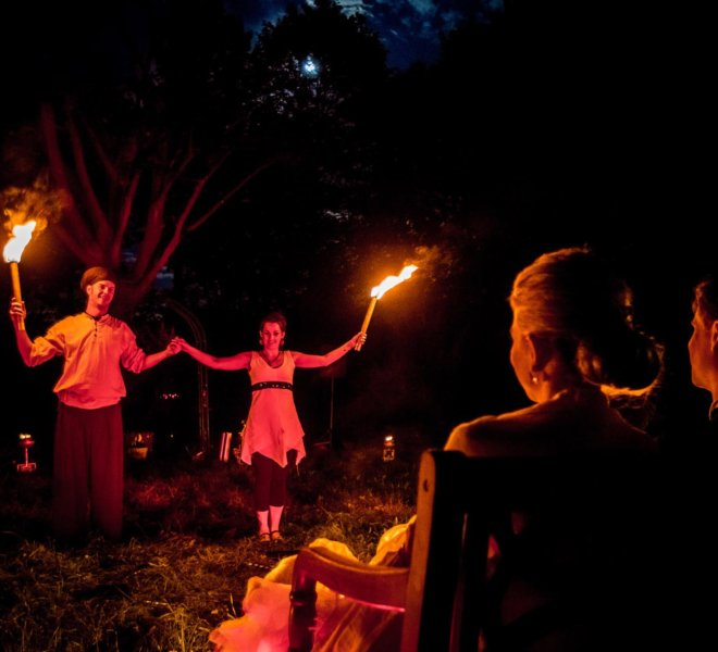 Verbeugung Brautpaar bei Feuershow in Solingen