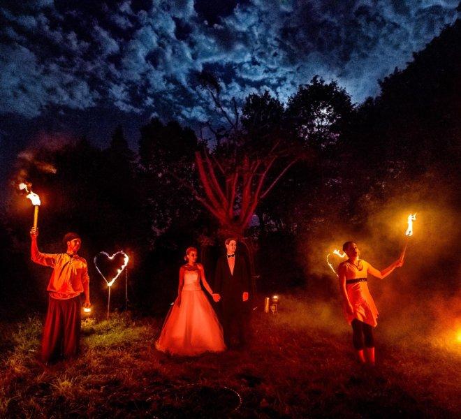 Feuershow unter freien Himmel in Solignen