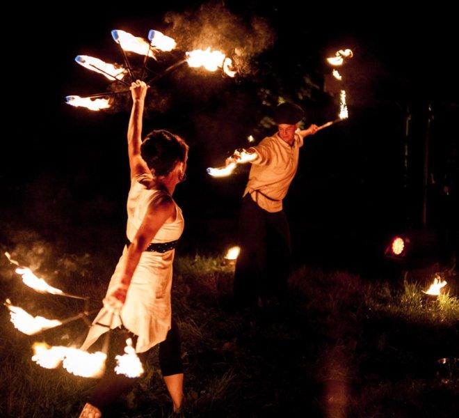 Feuerfächer Brautpaar bei Feuershow in Solingen