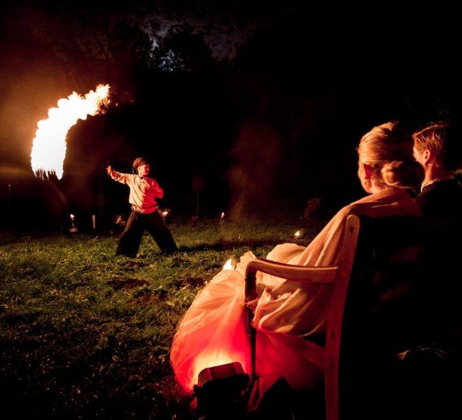 Komet Brautpaar bei Feuershow in Solingen