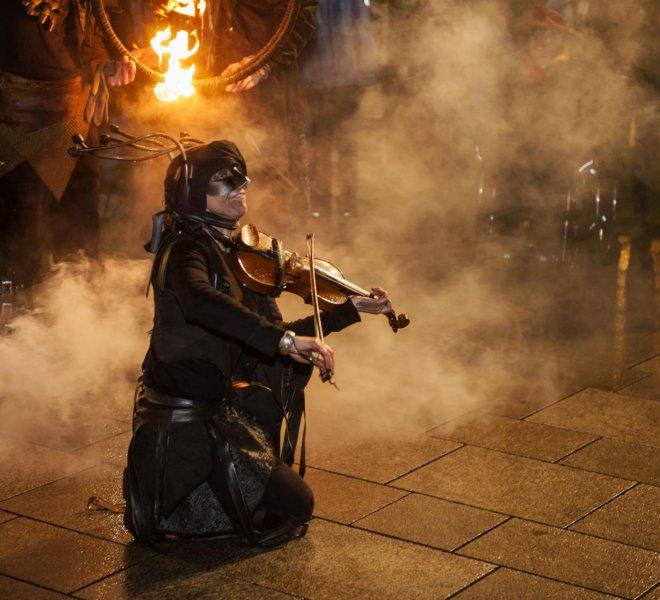 Geige im Nebel