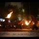 Riesnfeuerball in Feuershow bei Wald leuchtet