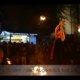 Poi-Tanz in Feuershow bei Wald leuchtet